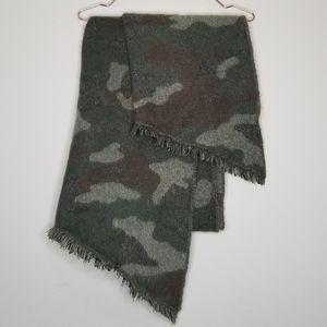 American eagle camo blanket scarf (f)